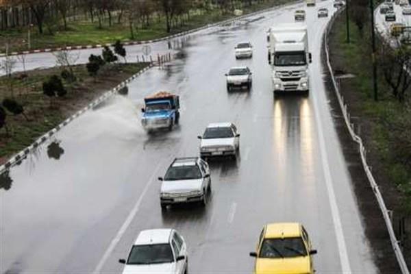 ترافیک نیمه سنگین در آزادراه کرج-تهران/ بارش باران در استانهای شمالی کشور