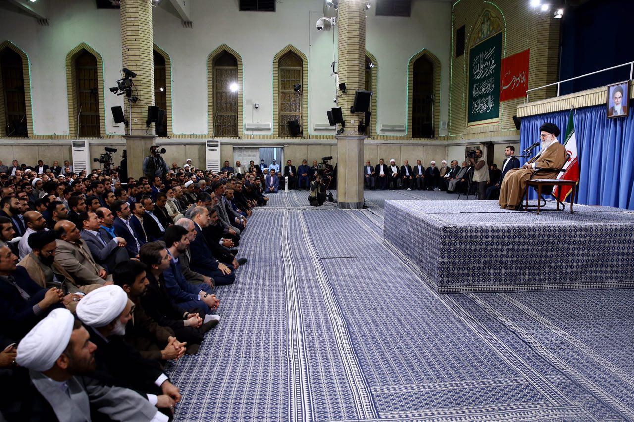 جمعی از معلمان و دانشجویان دانشگاه فرهنگیان، با رهبر انقلاب اسلامی دیدار کردند
