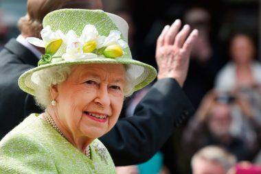 تمام اختیارات عجیب ملکه انگلیس؛ از قدرت عزل نخستوزیر استرالیا تا مالکیت تمام مرغابیها! + تصاویر,