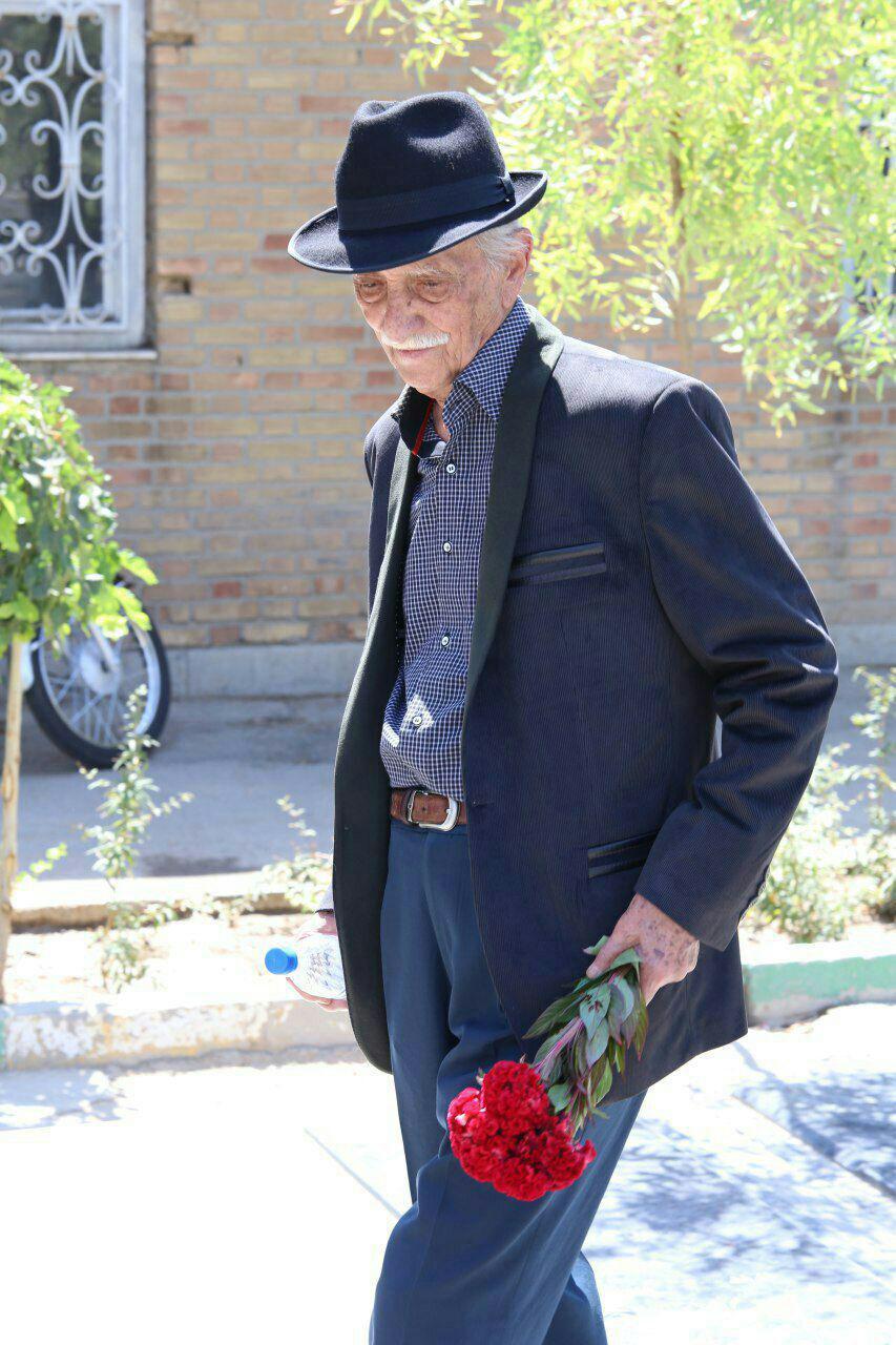 داریوش اسدزاده به پاس 75 سال حضور در عرصه هنر در ایوان شمس تجلیل شد