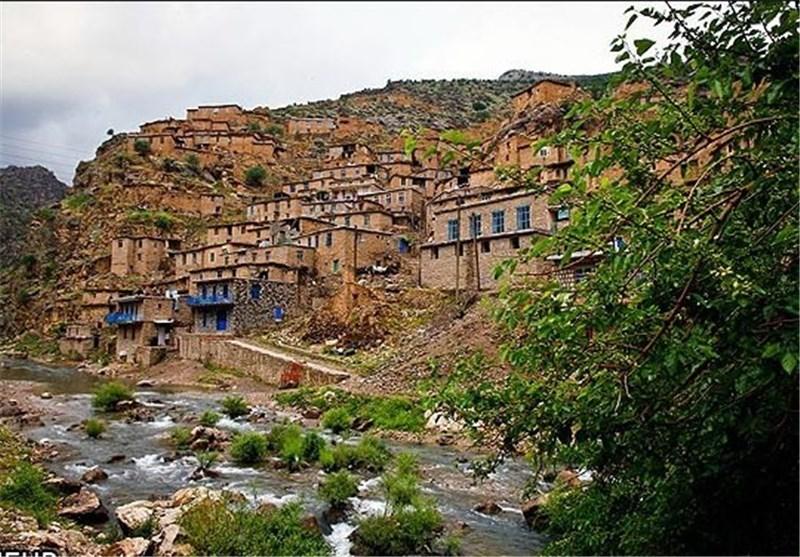 روستای شمشیر؛ سکونتگاهی امن در سینهکش کوه