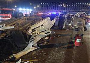 باشگاه خبرنگاران -تصادف زنجیره ای زانتیا با 4 خودروی سواری در خیابان دماوند/ 2 سرنشین در اتاقک متلاشی شده محبوس شدند