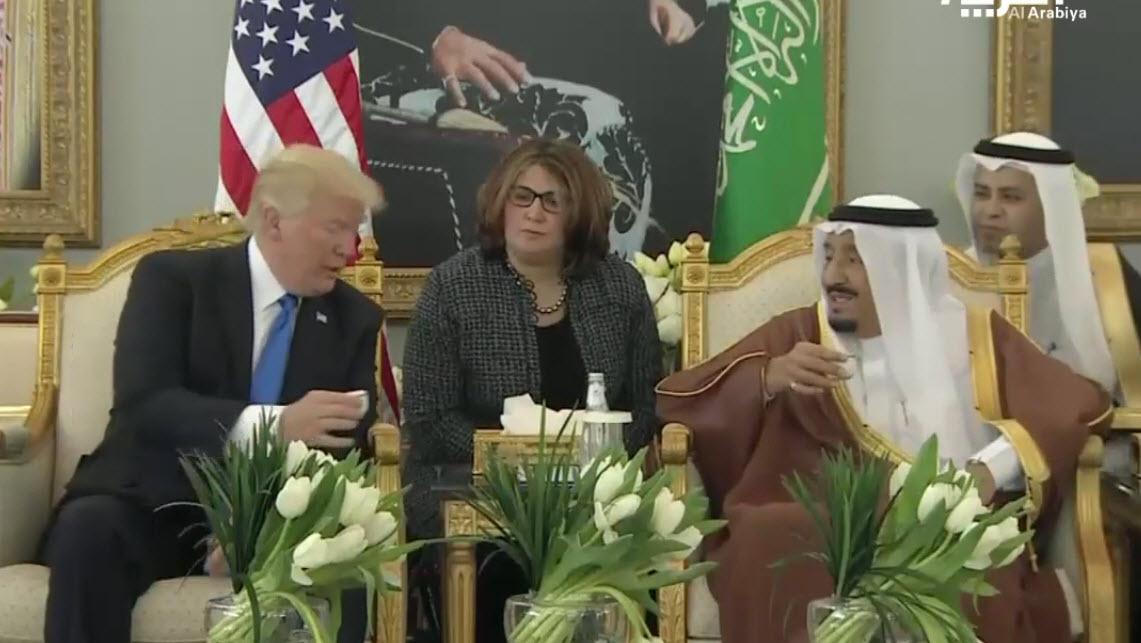 درس پادشاه سعودی به ترامپ: قهوه عربی را باید این گونه نوشید+عکس و فیلم