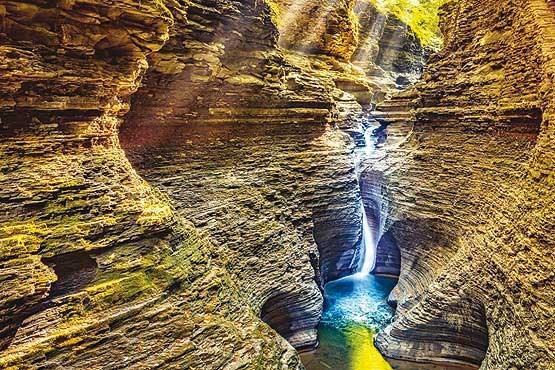 آبشاری زیبا+عکس