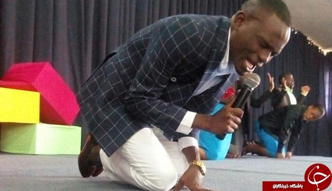 کشیشی که شماره موبایل خدا را دارد +تصاویر