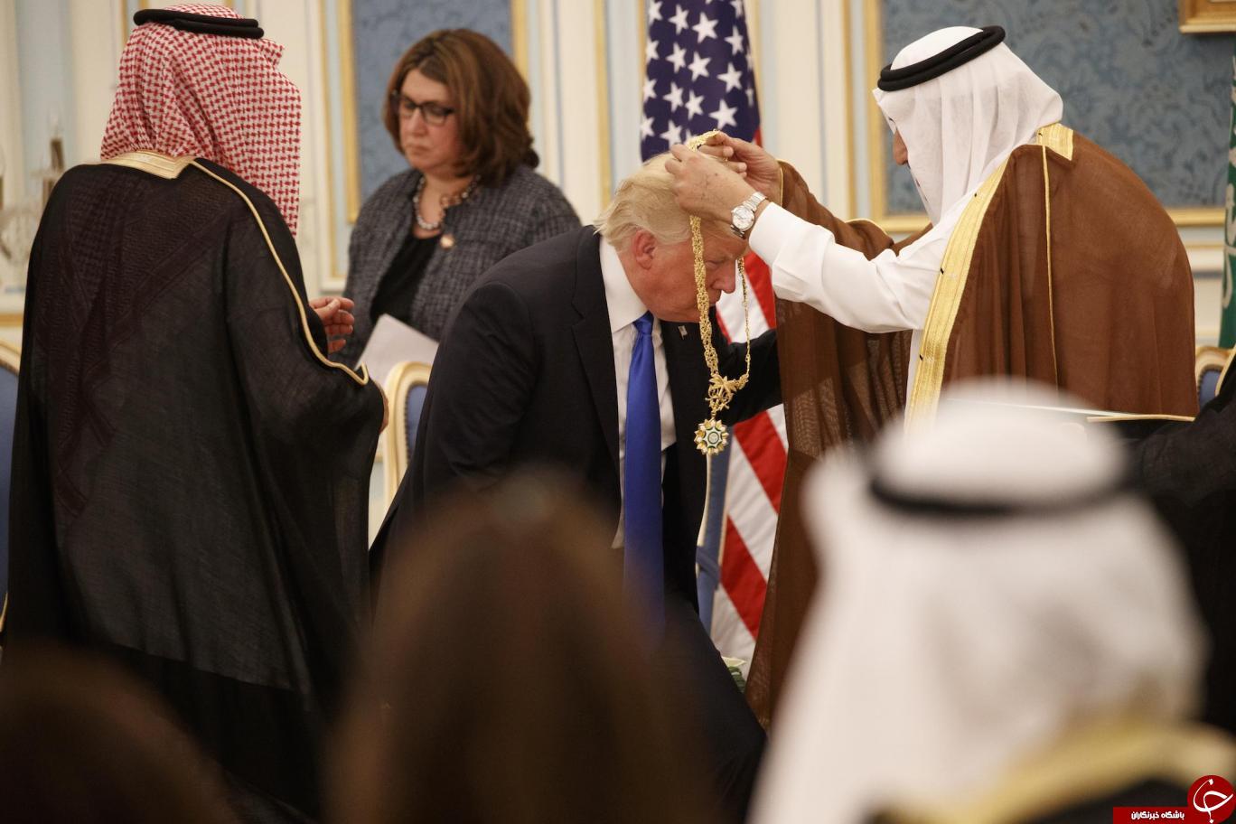 ادای احترام ترامپ در مقابل پادشاه عربستان جنجال برانگیز شد+ تصاویر