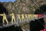 تمرین روی پل معلق +عکس