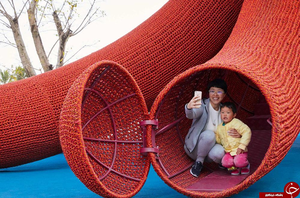 اختاپوس غول پیکر در زمین بازی کودکان