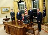 باشگاه خبرنگاران -دکمه قرمز روی میز کار ترامپ چه کاربردی دارد؟+تصاویر