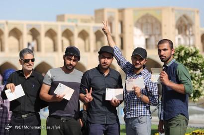 نقطه وصل مردم و نظام - پل خواجو اصفهان