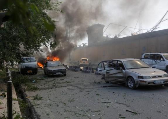 90 کشته در پی انفجار قوی نزدیک سفارتخانههای خارجی و دفتر خبرگزاری صدا و سیمای ایران در کابل+ تصاویر و فیلم