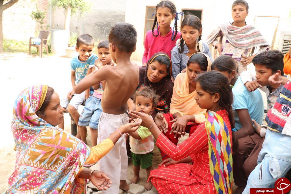 پسری که در یکی از روستاهای هند پرستش می شود + تصاویر