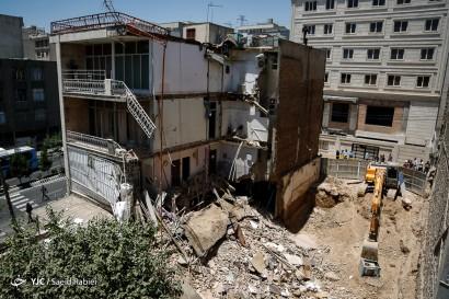 ریزش ساختمان در خیابان گیشا در اثر گود برداری غیراصولی