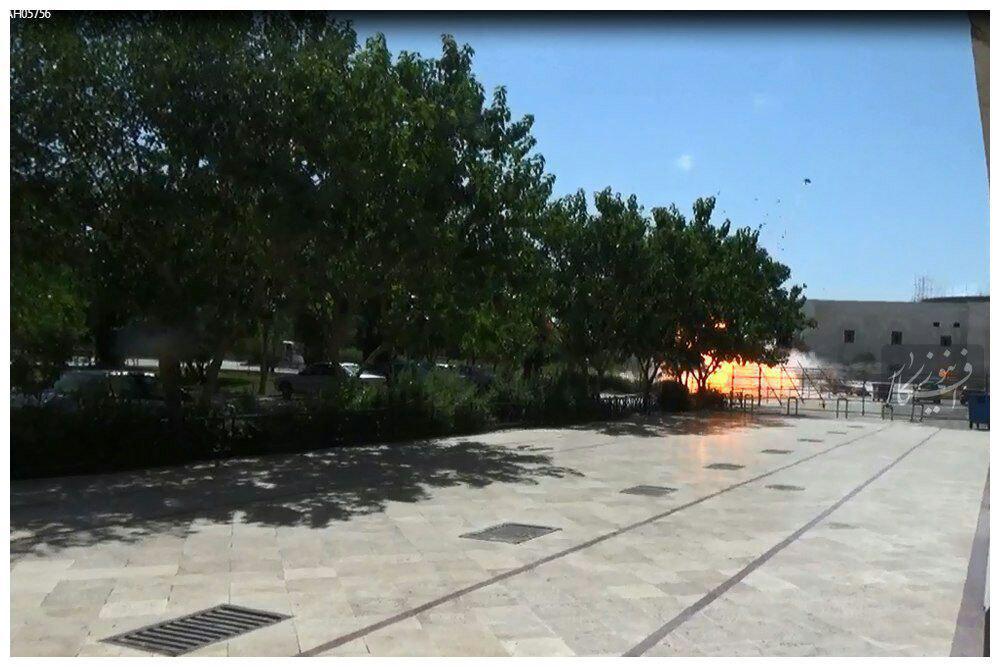 لحظه انفجار انتحاری در حرم (ره) +ع