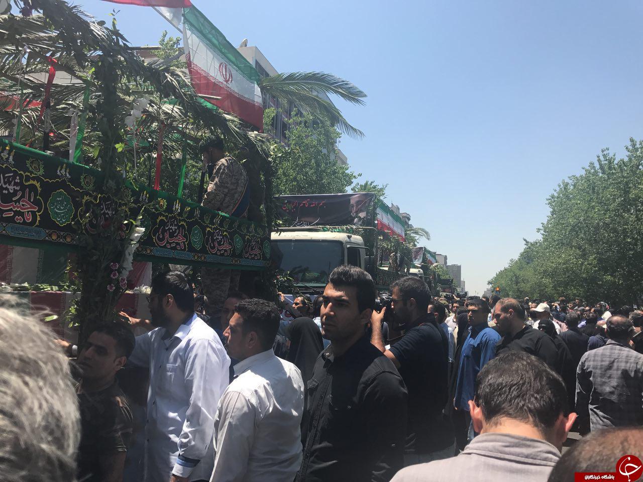 پیکر شهدای حوادث تروریستی تهران واردخیابان انقلاب شد+تصاویر