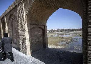 خروجی سد زاینده رود کاهش یافت