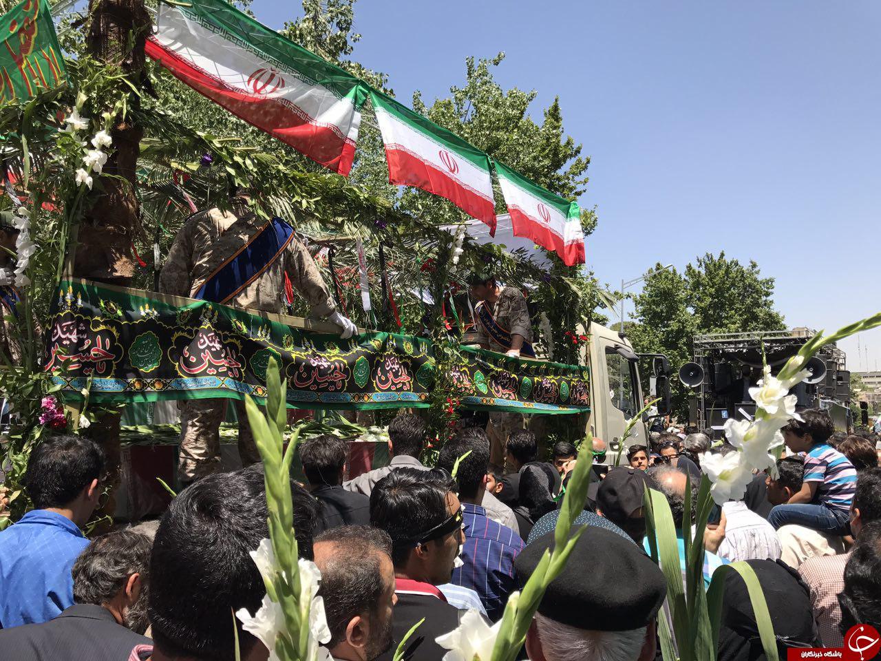 مراسم تشییع پیکر شهدای حوادث تروریستی تهران آغاز شد/حضور باشکوه مردم در مراسم+تصاویر