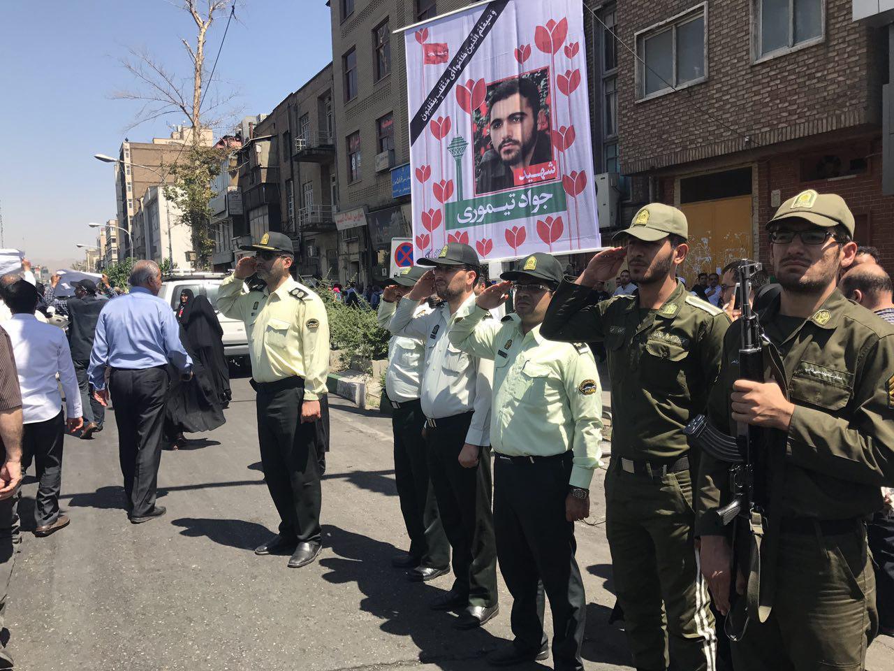 مراسم تشییع پیکر شهدای حوادث تروریستی تهران آغاز شد/مردم شعار مرگ بر آمریکا و آلسعود سر میدهند+تصاویر