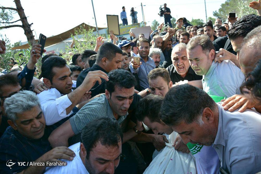 خاکسپاری شهدای حادثه تروریستی تهران در بهشت زهرا(س)