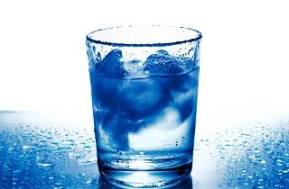 بیماری تلخی که با نوشیدن آب یخ حین غذا به سراغتان میآید