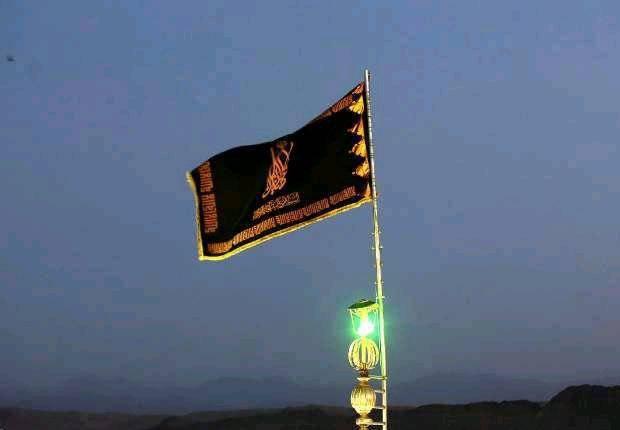 تعویض پرچم گنبد مسجدجمکران در نخستین شب قدر+عکس