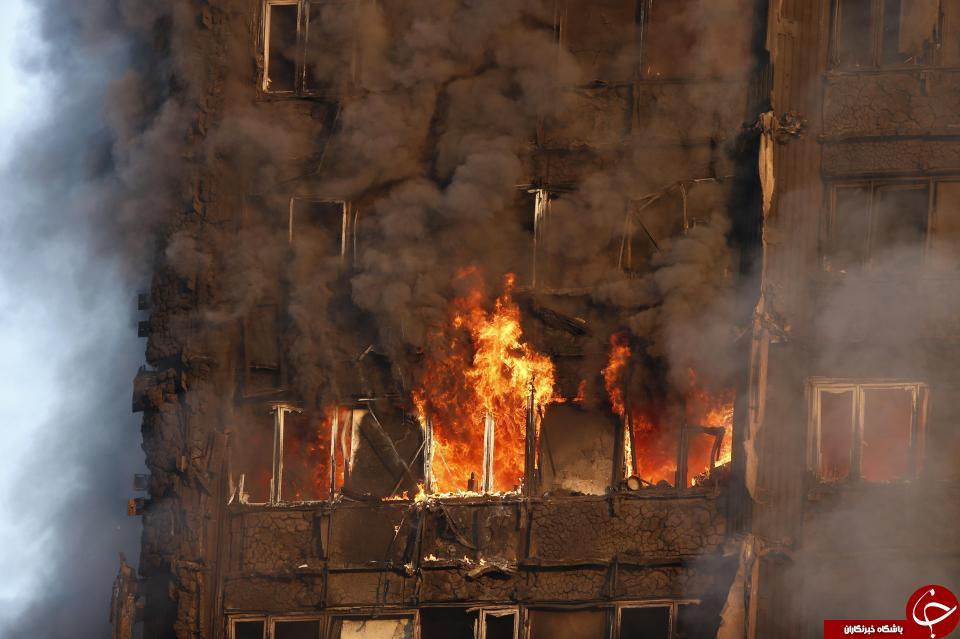 آتشسوزی در برجی مسلماننشین در لندن/ احتمال فروریختن ساختمان وجود دارد+ تصاویر و فیلم