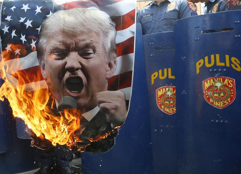عصاره رذالت امریکایی در خطر استیضاح