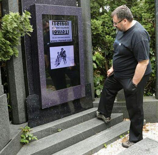 رونمایی از نخستین سنگ قبر دیجیتالی جهان+تصاویر