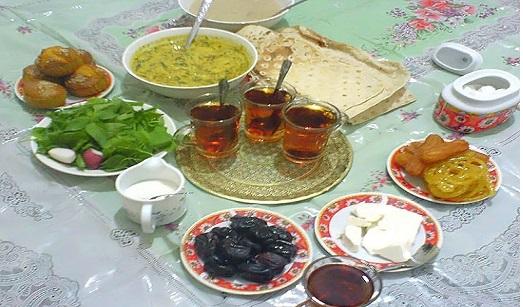 این خوراکیها را برای وعده افطار تدارک ببینید/ سفره هایی رنگین و سالم برای افطار