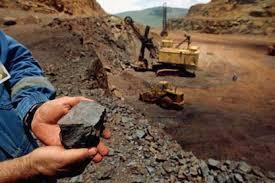 سقوط مرگبار سنگ روی کارگر معدن
