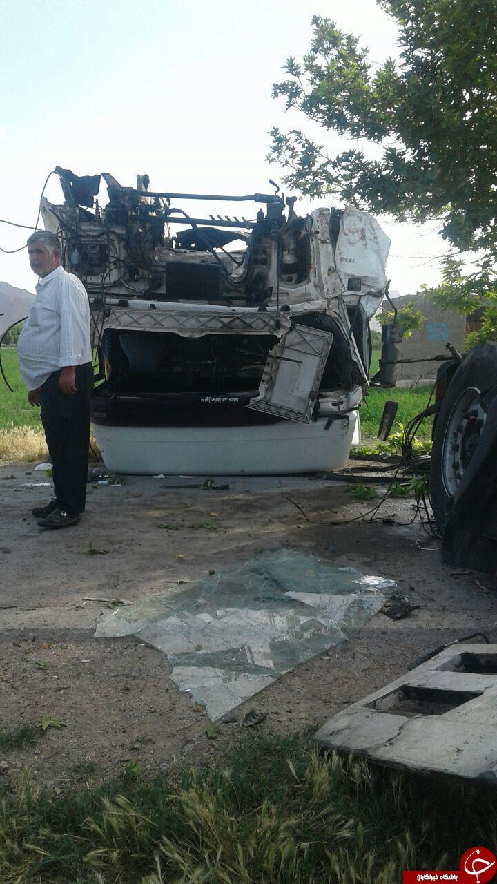 تصادف شدید تریلی در روستای قلعه میر + تصاویر