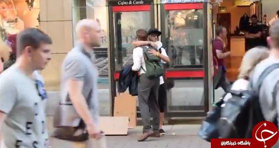 اقدام عجیب یک جوان مسلمان در مرکز شهر منچستر+تصاویر
