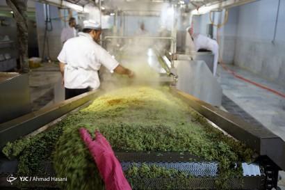 باشگاه خبرنگاران -آماده سازی غذای متبرک در مهمانسرای جدید حرم رضوی