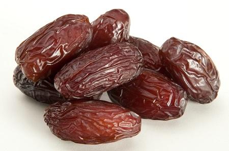 ماده غذایی که بیماری قلبی را در تنگنا قرار میدهد/ خرما، بمبی از مواد غذایی