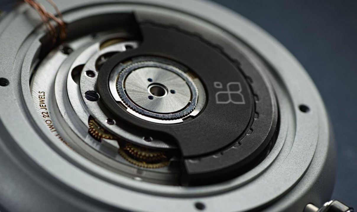 اولین ساعت هوشمند با شارژ خودکار + تصاویر