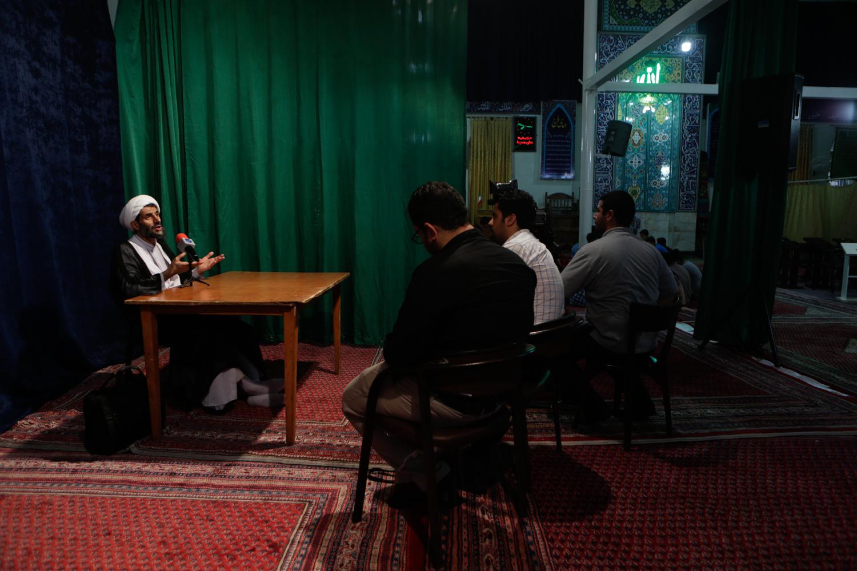 مسجدی خاص در پایتخت که در آن ورزش تکواندو آموزش می دهند /اداره خانه خدا به شیوه امام صادق(ع)