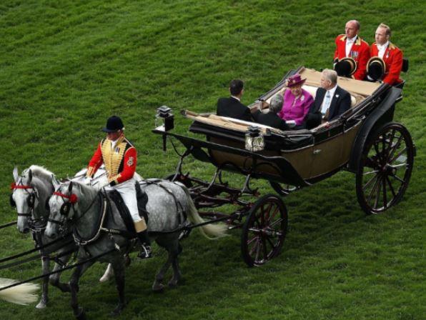حساب سرانگشتی از ثروت 13 میلیارد پوندی ملکه الیزابت+تصاویر