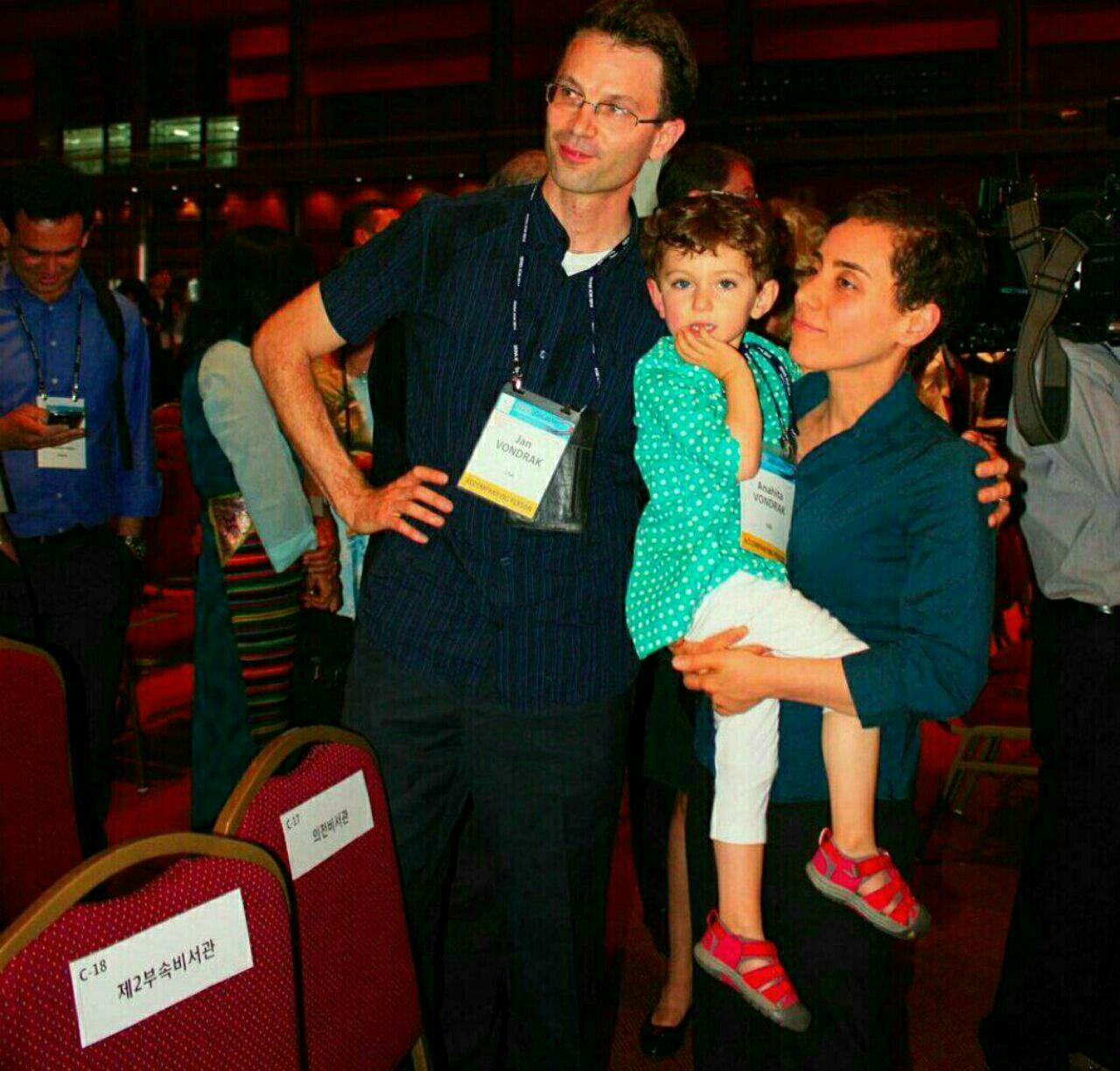 مریم میرزاخانی در کنار همسر و فرزندش (+عکس)