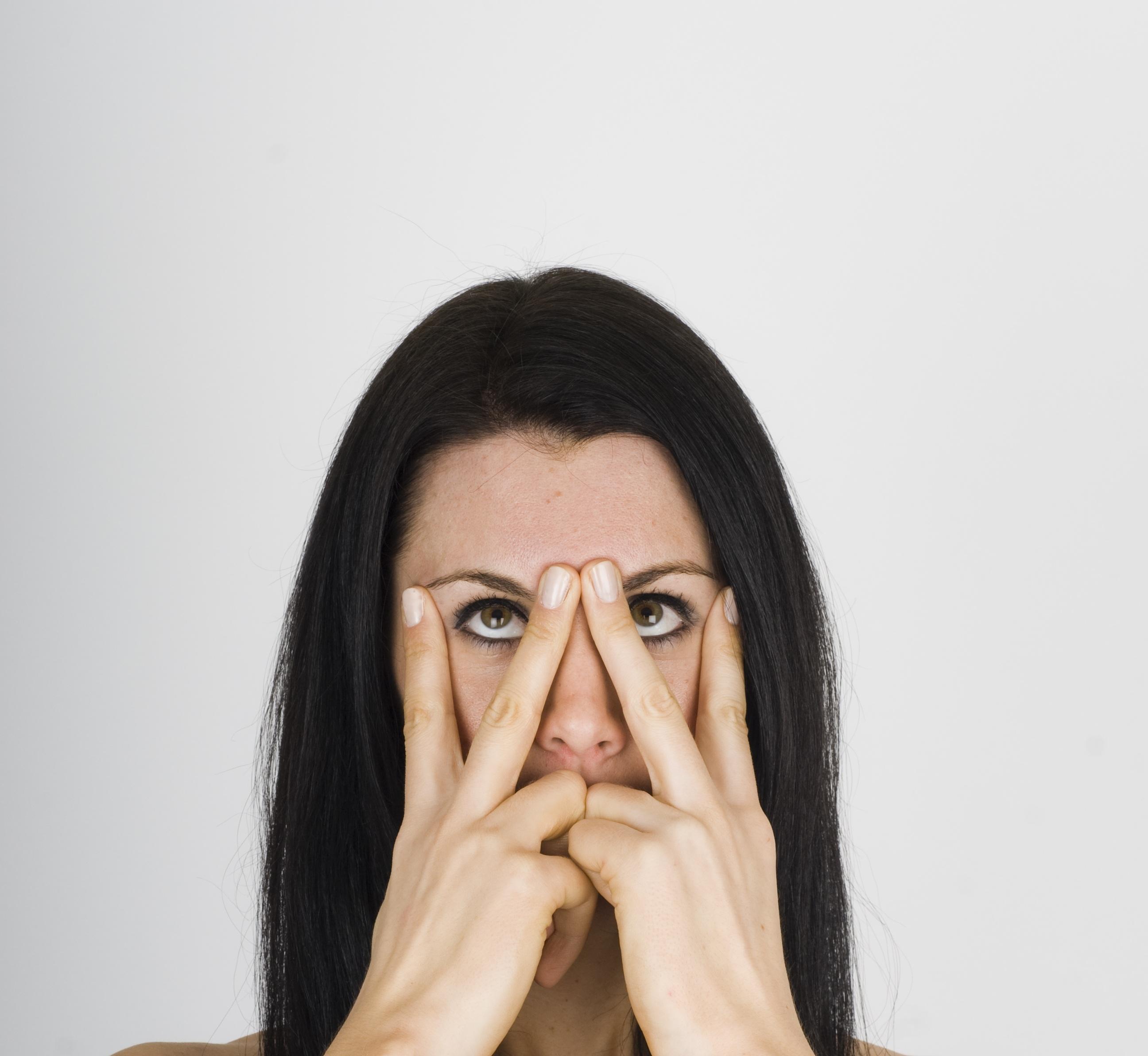 یوگای صورت برای کاهش پیری پوست همراه با تصاویر آموزشی