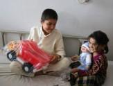 باشگاه خبرنگاران -اهدای وسایل بازی به کودکان بیمار در بلخ