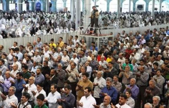 باشگاه خبرنگاران -صفوف به هم فشرده نماز عید در سراسر استان مرکزی