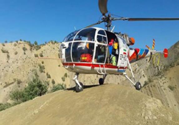 باشگاه خبرنگاران - نجات مادر باردار در روستاهای صعب العبور الیگودرز توسط بالگرد اورژانس هوایی