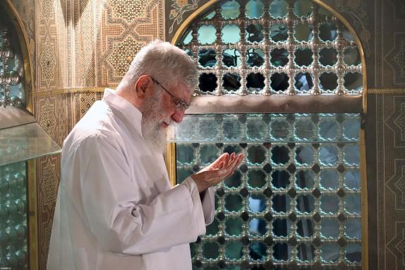 مضجع شریف امام رضا(ع) غبار روبی شد