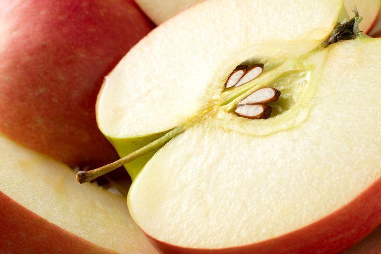 1- تمام سیب را نخورید2- بخشهای سمی و خطرناک سیب که نباید آنها را بخورید