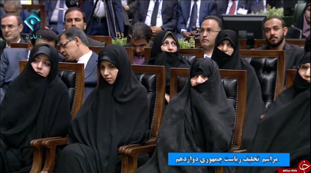 حضور دختر روحانی در مراسم تحلیف پدرش + عکس