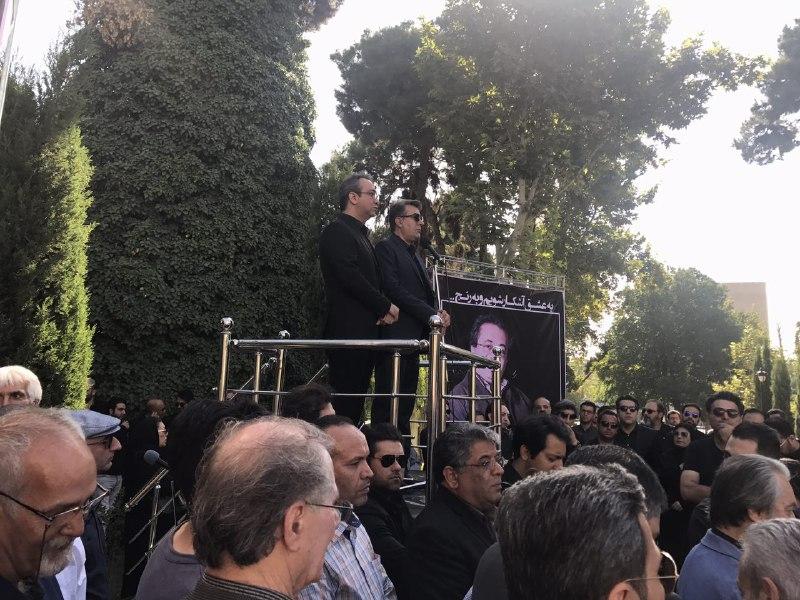 حضور چشمگیر هنرمندان در مراسم تشییع پیکر ناصر فرهودی/ از شهرام ناظری تا محمد اصفهانی همه آمدهاند