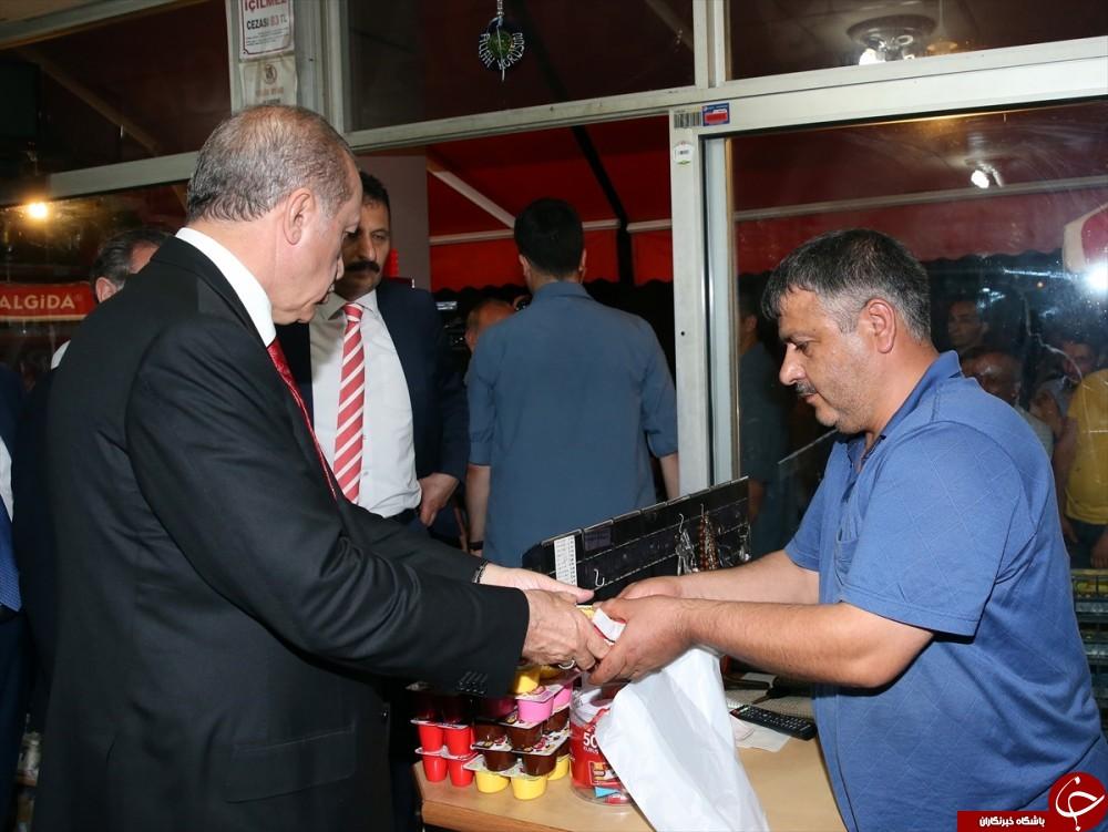 خرید اردوغان از بقالی زادگاهش +عکس