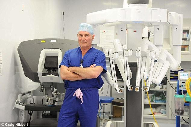 تیتر یک:روبات جراح مخصوص درمان مرگبارترین بیماری در آقایان+تصاویر