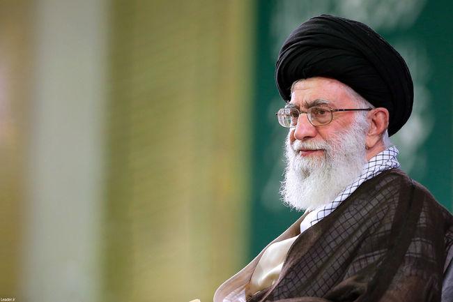 حضور رهبر انقلاب اسلامی در منزل خانواده شهدای مشهد