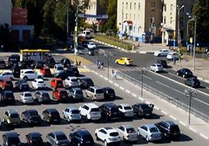تصادف وحشتناک خودروی سواری با عابران پیاده + فیلم